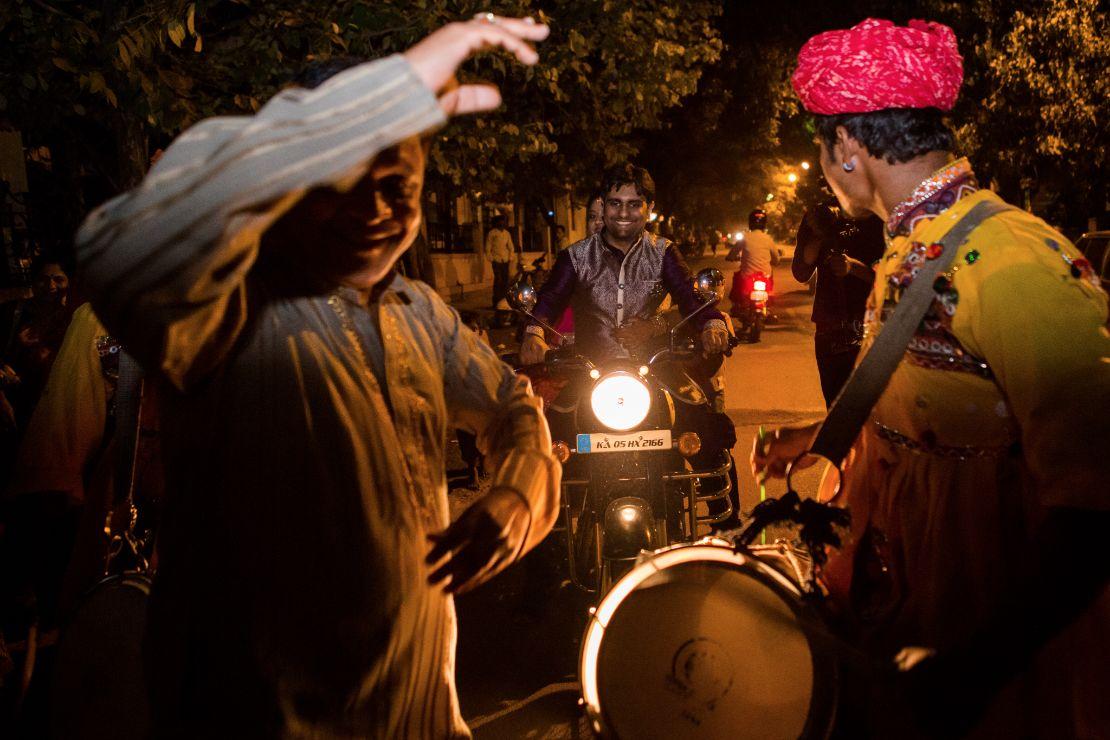 candid-wedding-photographer-bangalore-1067