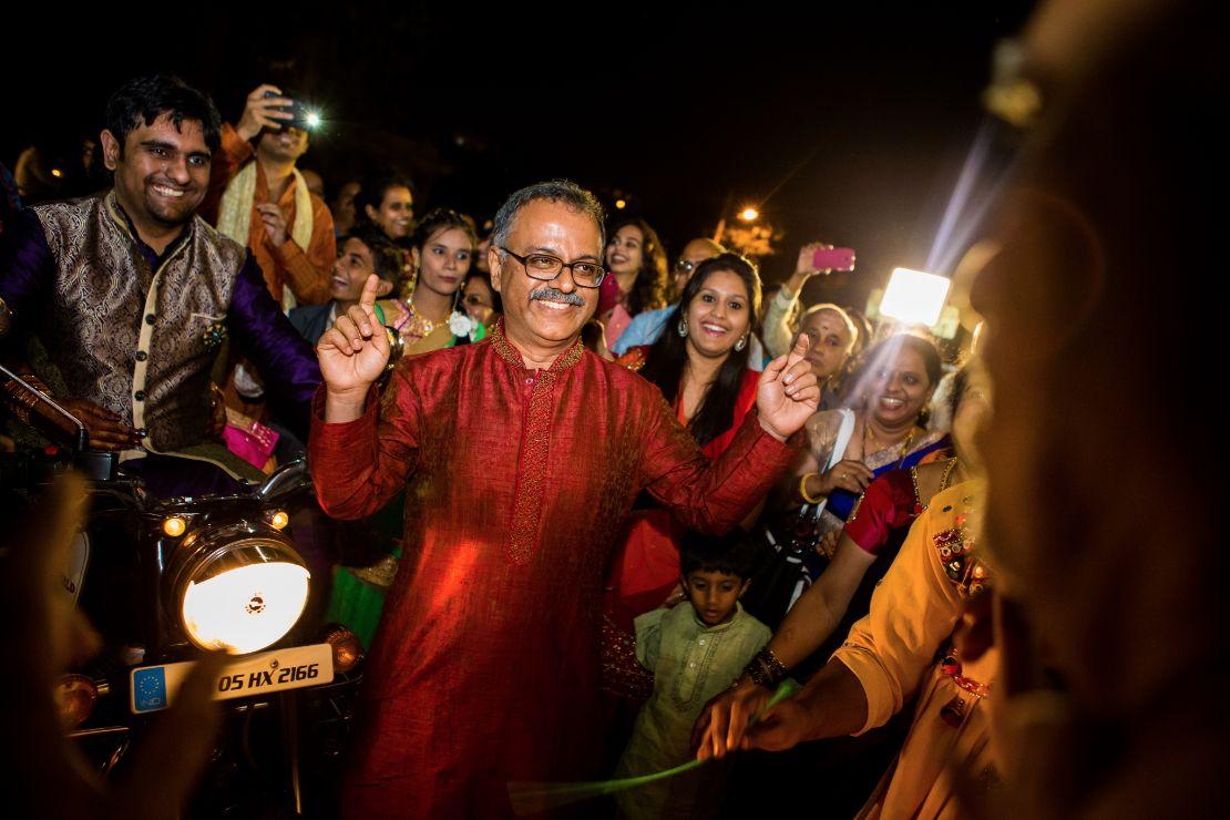 candid-wedding-photographer-bangalore-1081