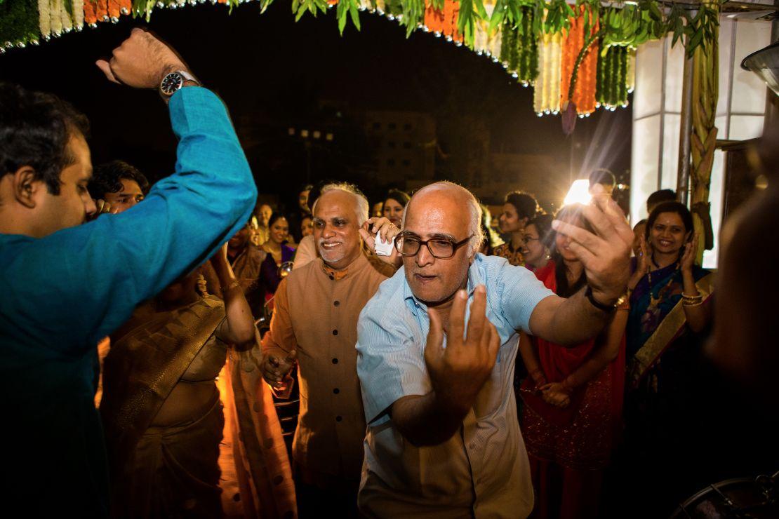 candid-wedding-photographer-bangalore-1104